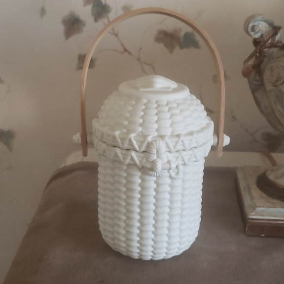 Partylite Seashell Basket